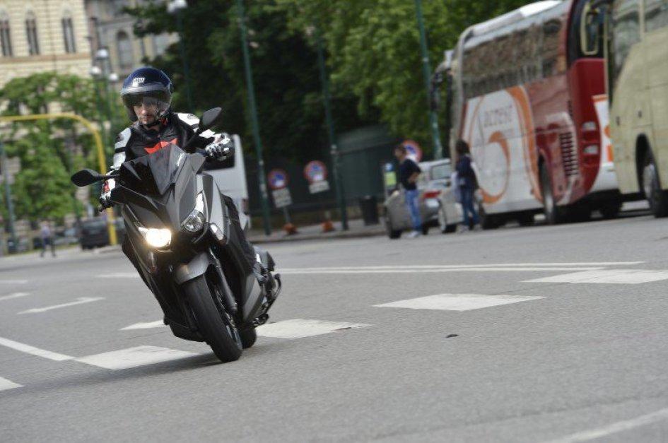 Yamaha XMAX 400, il 'mangia tornanti'