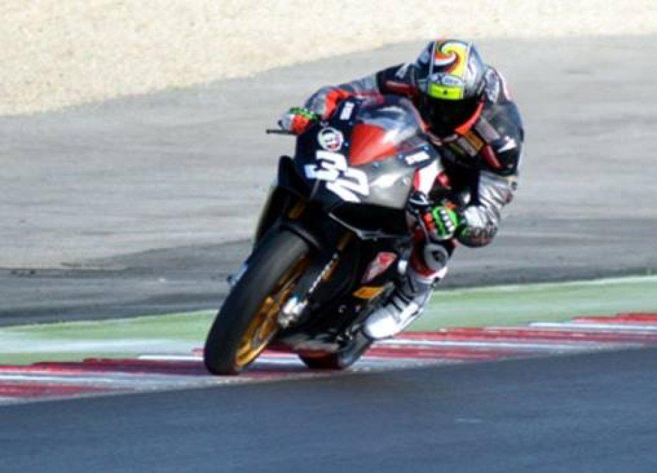 STK1000: Lorenzo Savadori parte forte