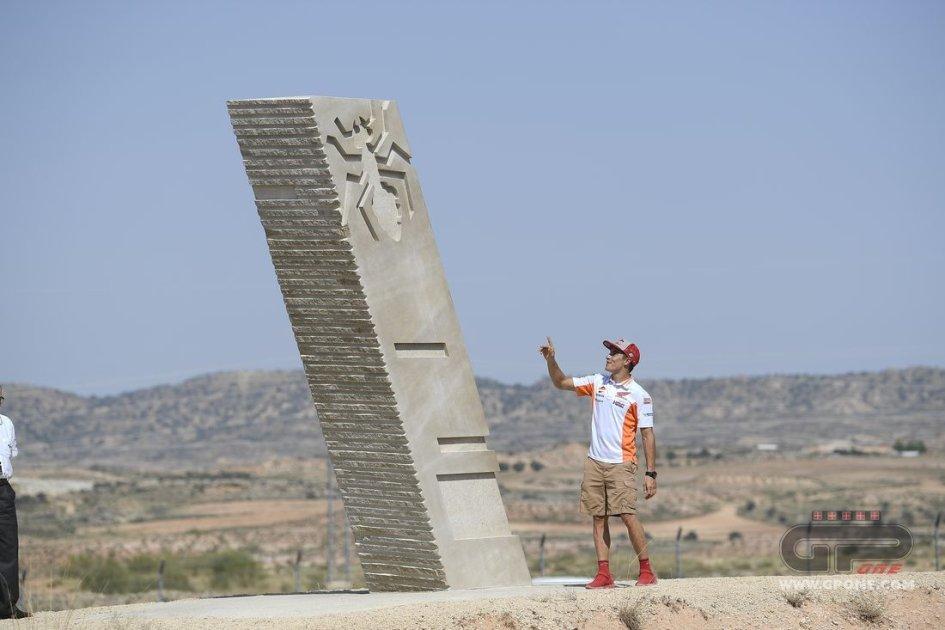 """MotoGP: Marc Marquez inaugura la """"sua"""" curva ad Aragon"""