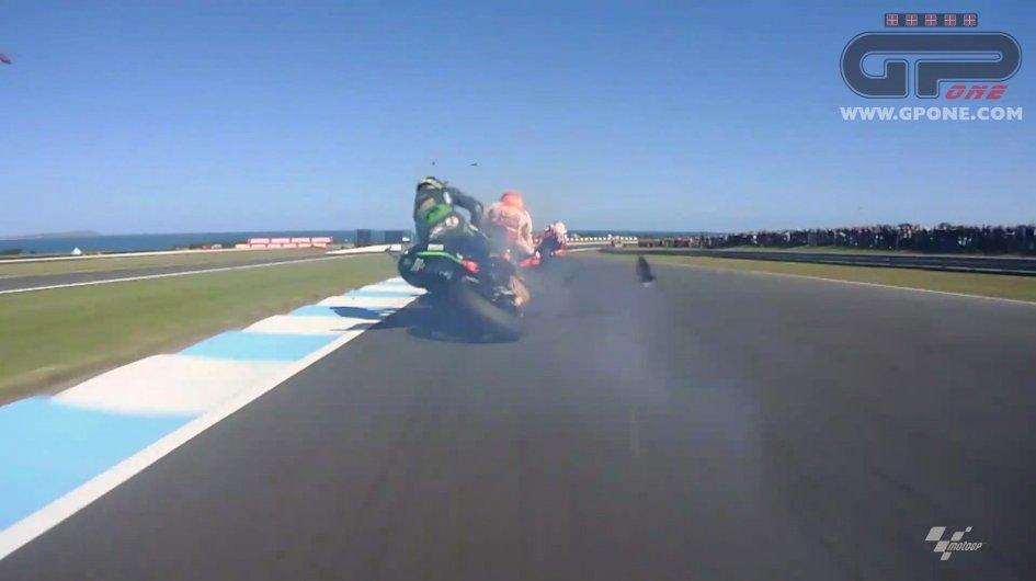 MotoGP: Phillip Island: le immagini del terribile schianto tra Zarco e Marquez