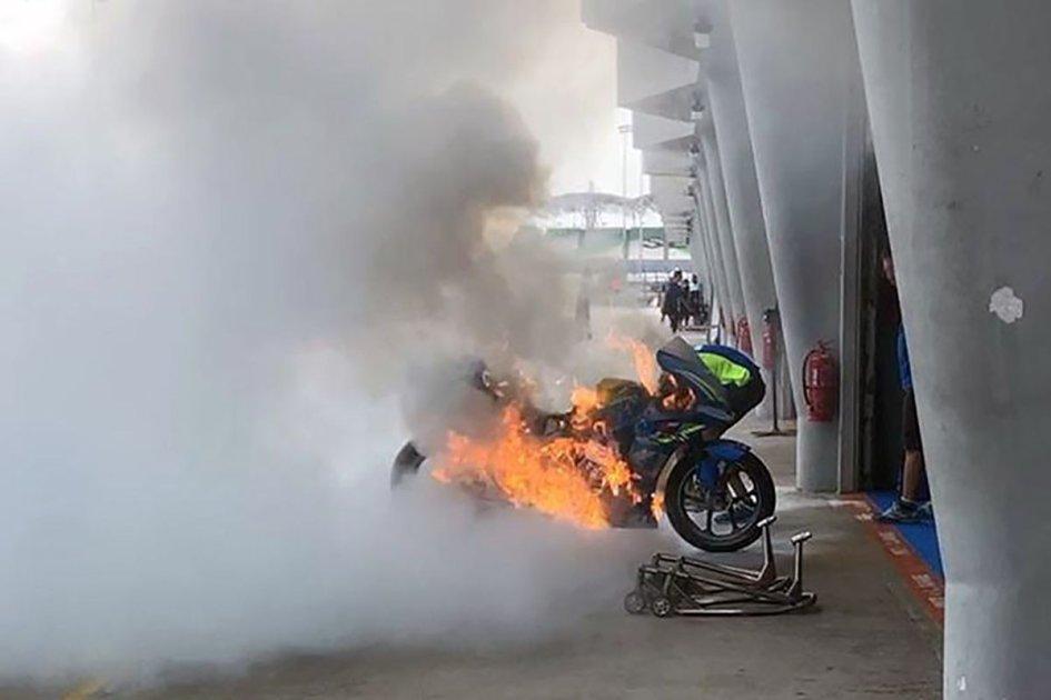 MotoGP: A fuoco la Suzuki di Rins nella pit lane di Sepang