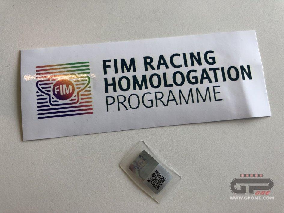 MotoGP: Caschi 'in maschera' a Barcellona: manca il bollo FIM