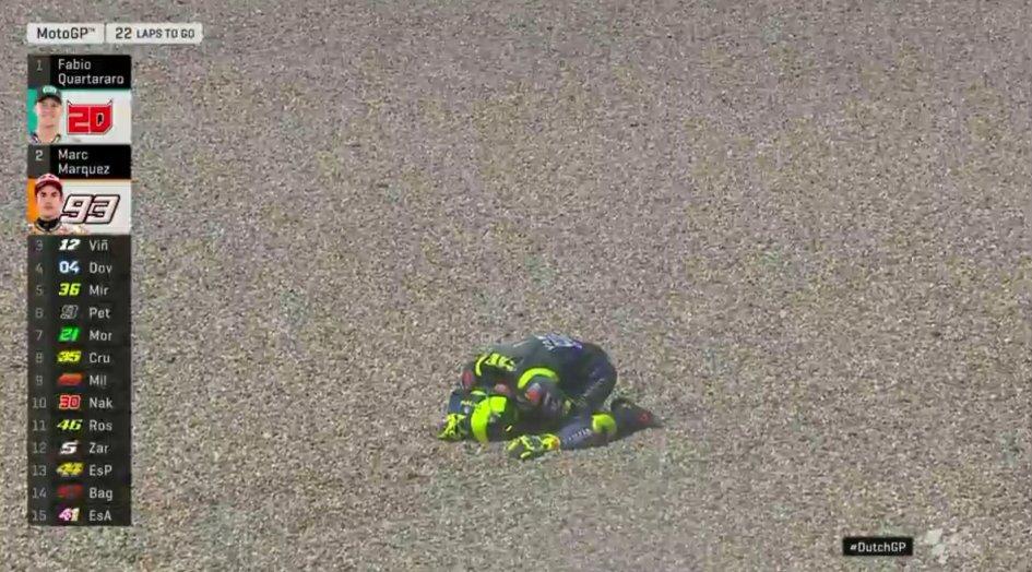 MotoGP: Assen da dimenticare: Rossi in terra insieme a Nakagami