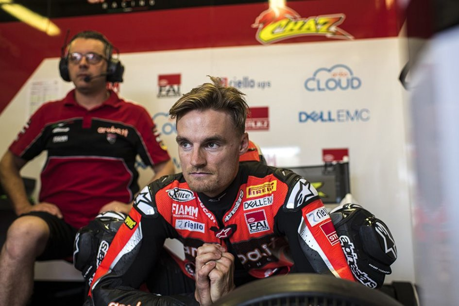 "SBK: Podium fizzled out for Davies: ""An electrical problem with the gearbox"""