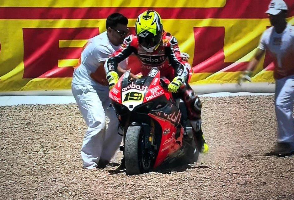 SBK: COLPO DI SCENA: Bautista e la Ducati V4 a terra in Gara 2