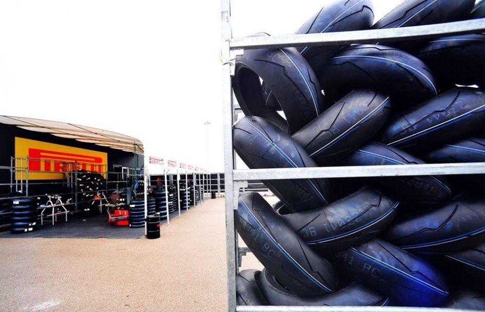 SBK: Pirelli, che sorpresa! A Jerez c'è una nuova gomma posteriore morbida