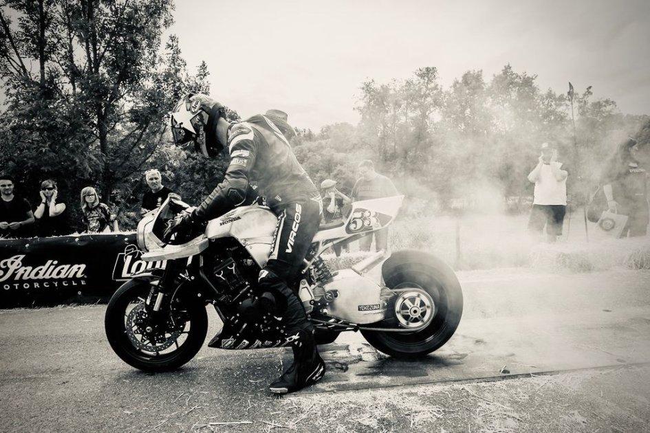 """News Prodotto: Honda a """"Glamseck 101"""": feste e drag race per i 50 anni della CB Four"""