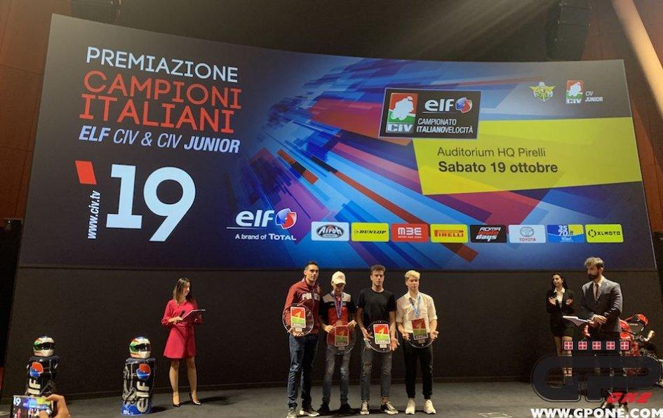 """SBK: Agostini premia i campioni del CIV: """"fra di loro i futuri Ago e Rossi"""""""