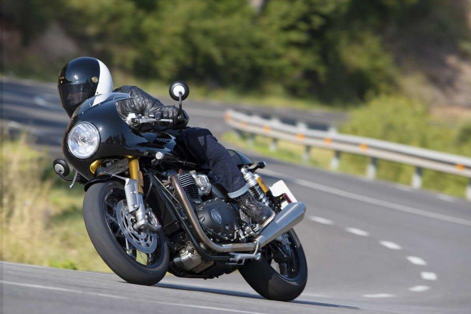 EICMA: Triumph Thruxton RS: la cafè racer si fa più corsaiola