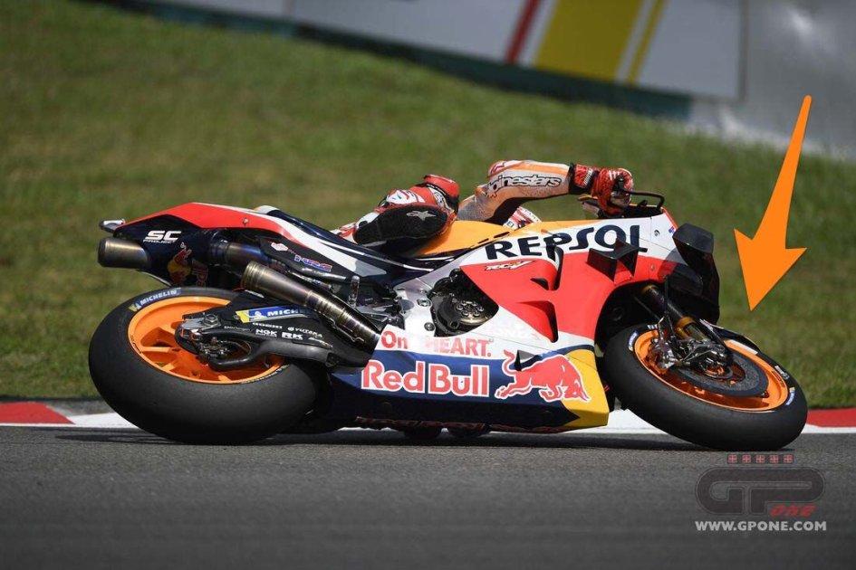 MotoGP: Sepang: tutte le foto del salvataggio estremo di Marquez