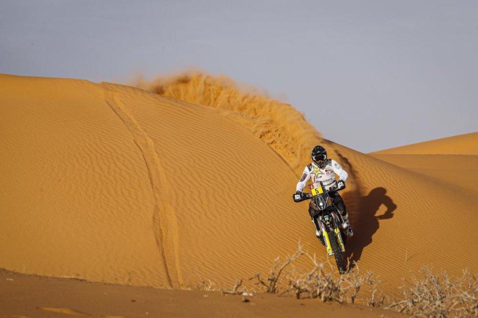 Dakar: TAPPA 9 – I cammelli non fermano Quintanilla e la Husqvarna