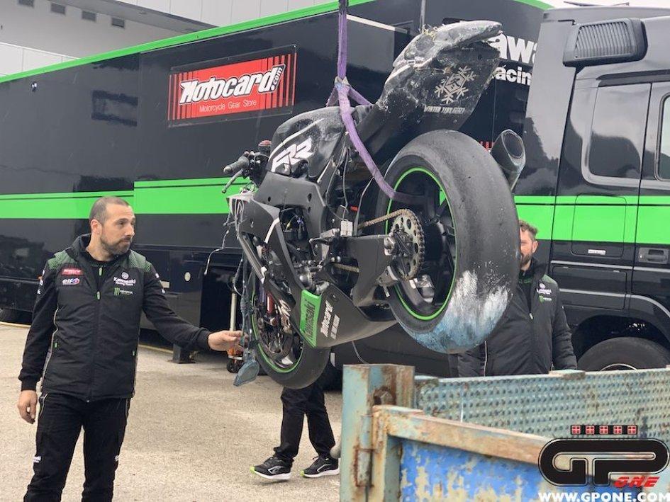 SBK: Moto distrutta, incidente per Alex Lowes ai test di Jerez
