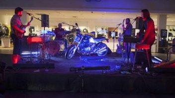 BMW celebra la R Nine T a suon di Rock