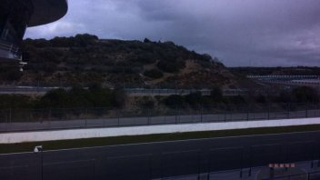 Vento forte a Jerez: piloti fermi ai box