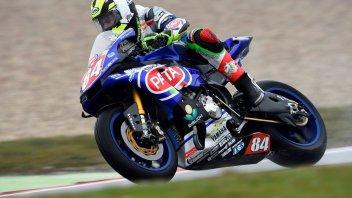 Assen, STK1000: Russo porta in pole la Yamaha