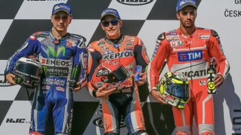 Marquez thanks Rossi who... loses two laps