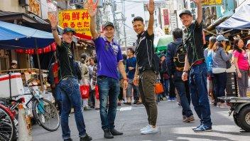 Lorenzo, Espargarò e Smith turisti per caso a Tokyo con guida speciale