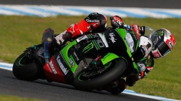 SBK: Rea blasts to Race 1 win ahead of Davies, Melandri out