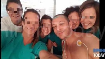 News: I'm fine: and Vale Rossi takes a selfie with the nurses