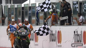 MotoGP: Zarco out of fuel: pushes the bike to the finish line