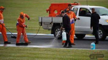 MotoGP: Disastro a Phillip Island: olio in pista, prove ritardate