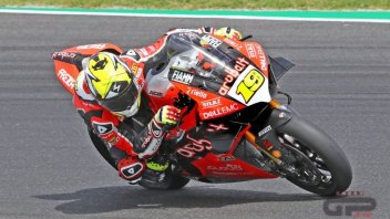 SBK: Bautista and the Panigale V4 on the attack at Imola