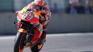 MotoGP: Marquez fa il vampiro con Dovizioso, Rossi in terzultima fila