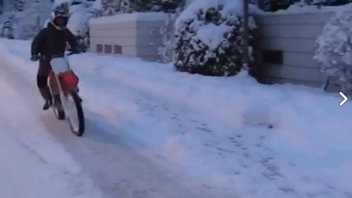 VIDEO. Pedrosa acrobat on the snow