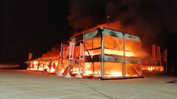 MotoE: Fire at Jerez: the garage housing the bikes is destroyed