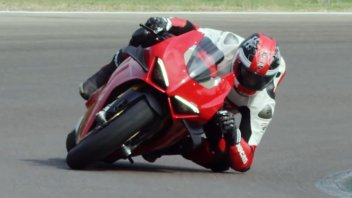 News Prodotto: New Panigale V4S: faster with both amateurs and pro