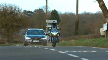 SBK: Guintoli at Donington: 10 seconds away from an SBK bike with a standard GSX-R