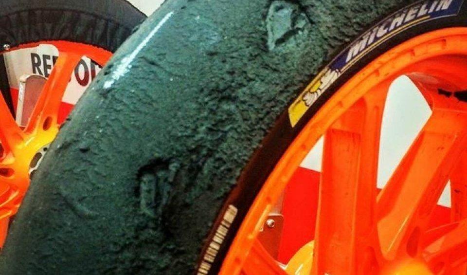 """L'anteriore di Dani praticamente distrutto: """"difficile finire la gara"""". Michelin: """"non conforme allo standard"""""""