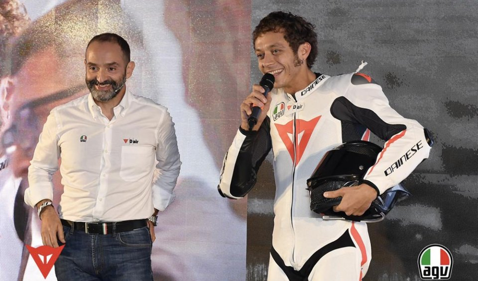 PHOTO. The new head-to-toe safety system consisting of theAGV Pista GP R helmet and Mugello D-Air leathers presented at Misano