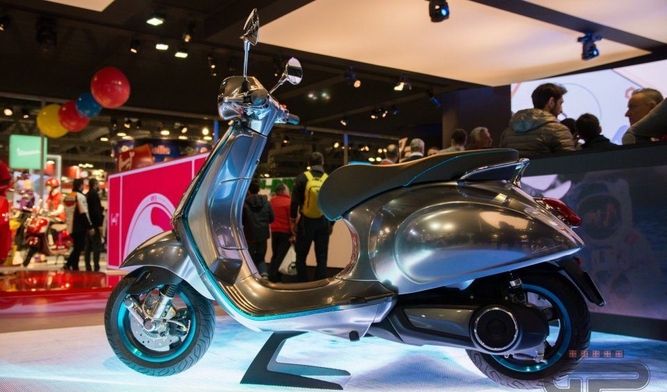 """At EICMA, the Piaggio Group unveils the """"Vespa Elettrica"""" project. It is scheduled to be on the market in the second half of 2017"""