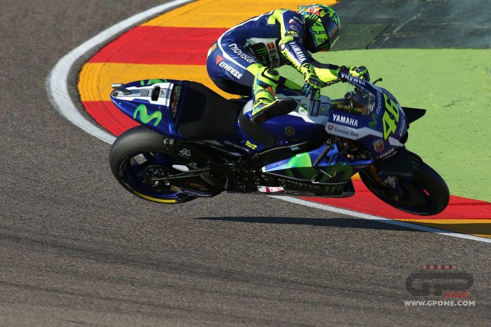 MotoGP, Le foto della caduta di Valentino Rossi ad Aragon | GPone.com