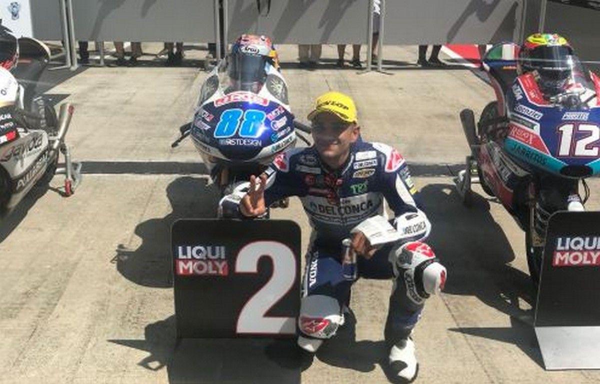 Bezzecchi show, prima pole position in Moto3 per il pilota riminese