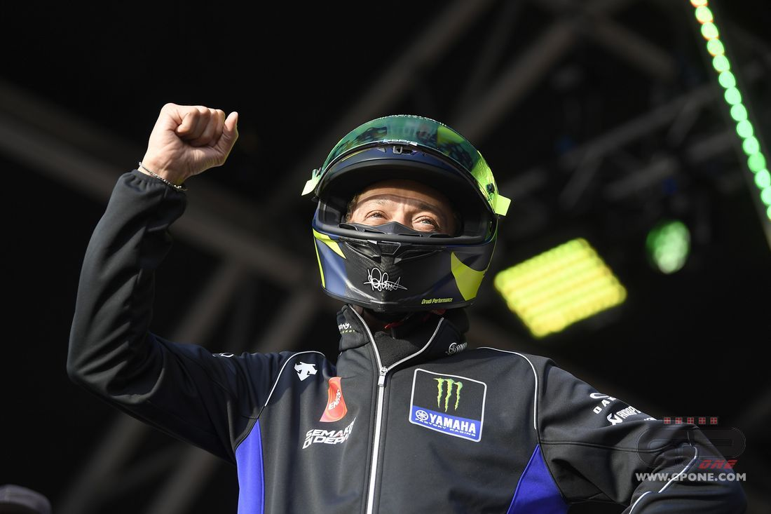 MotoGP, Rossi gets the auction going with his 'used' helmet