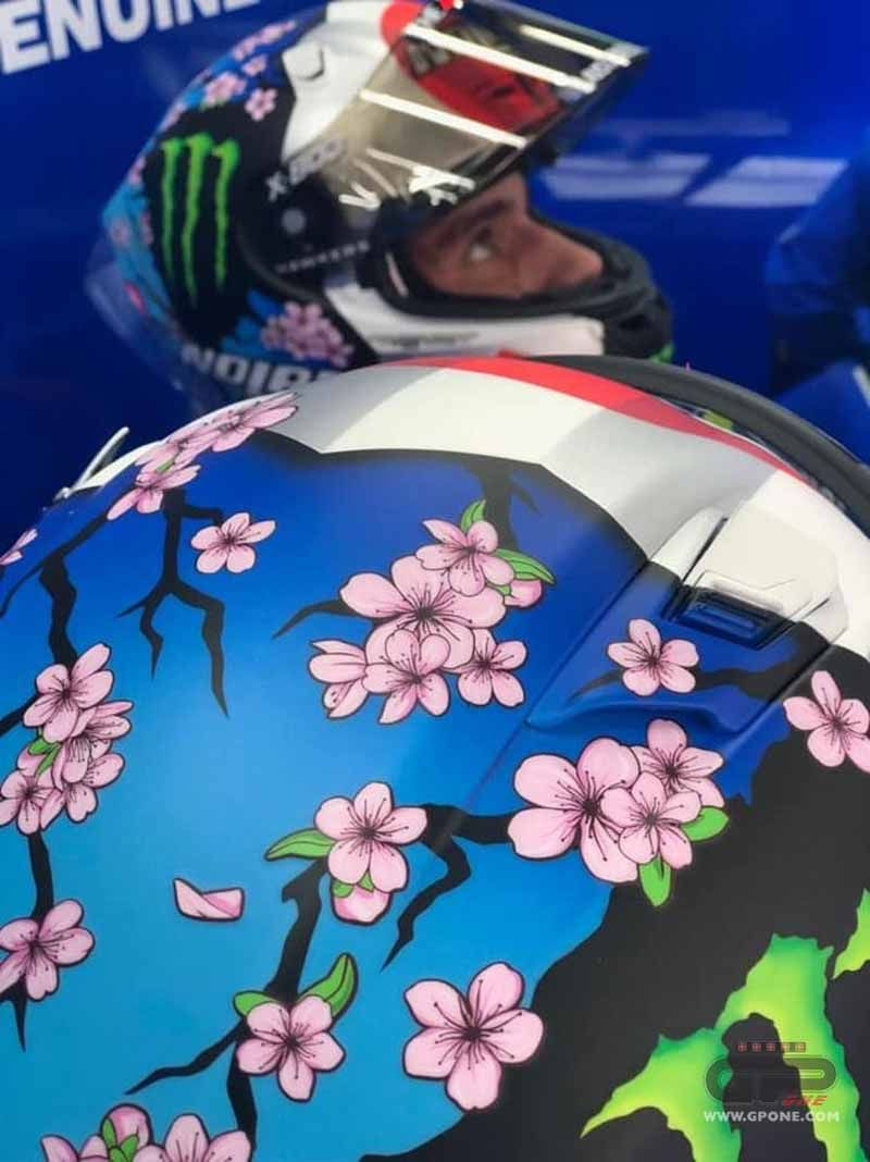 Alex Rins on the track in Motegi with a cherry blossom helmet