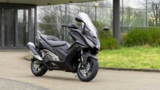 Moto - News: Kymco AK 550 2021, il maxi-scooter si adegua all'Euro 5