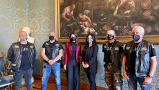 Moto - News: Harleysti salvano una donna dal compagno violento