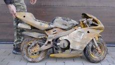 "Moto - News: Dal fango alla pista: la nuova vita di una mini ""Kawasaki Ninja"""