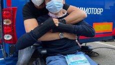 MotoGP: Alex Rins riabbraccia il suo tecnico Elvio Deganello al Mugello