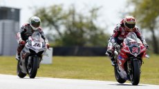SBK: BSB: Iddon before the rain on day 2 at Snetterton, BMW impressive