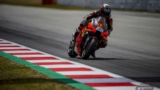 MotoGP: Oliveira regala la vittoria alla KTM a Barcellona: Zarco 2°, Rossi e Marquez OUT