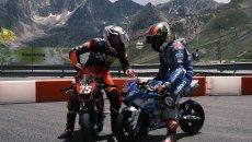 MotoGP: VIDEO - Rins si prepara per il Sachsenring su una 'mini' Suzuki