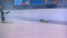 MotoGP: VIDEO Valentino Rossi disintegra la sua Yamaha ad Assen alla curva 7