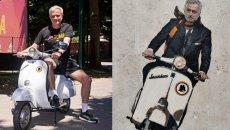 Moto - News: La dolce vita di José Mourinho, in Vespa senza casco a Trigoria