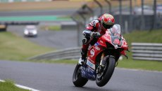 SBK: BSB Brands Hatch: Christian Iddon e Ducati vincono una caotica Gara 3