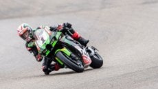 SBK: Rain in Donington: Rea flies in the FP2 when it's wet,while Redding ends up falling!