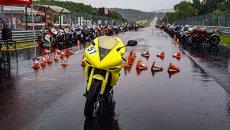 Moto - News: Yamaha R1: il giro al Nurburgring sotto il diluvio è da pelle d'oca!